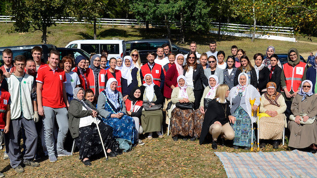 Turkish Red Crescent volunteers are in Bosnia Herzegovina.
