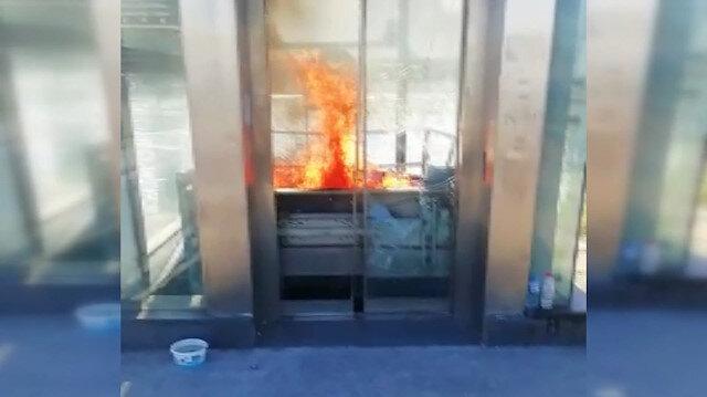 Zincirlikuyu metrobüs durağı asansöründe yangın