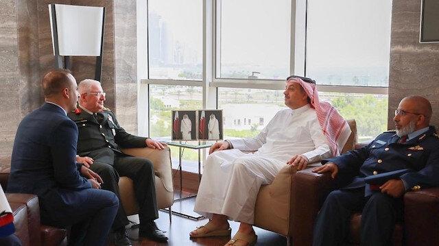 وزير دفاع قطر ورئيس الأركان التركي يستعرضان العلاقات العسكرية