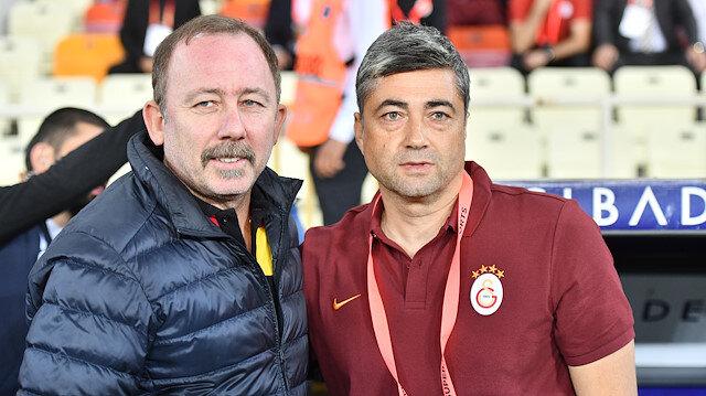 Sergen Yalçın ile Levent Şahin, maç öncesi basın mensuplarına birlikte poz verdiler.