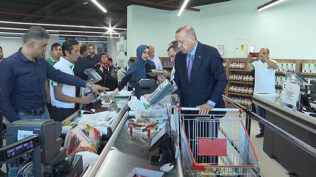 Cumhurbaşkanı Erdoğan tarım satış ofisinden alışveriş yaptı
