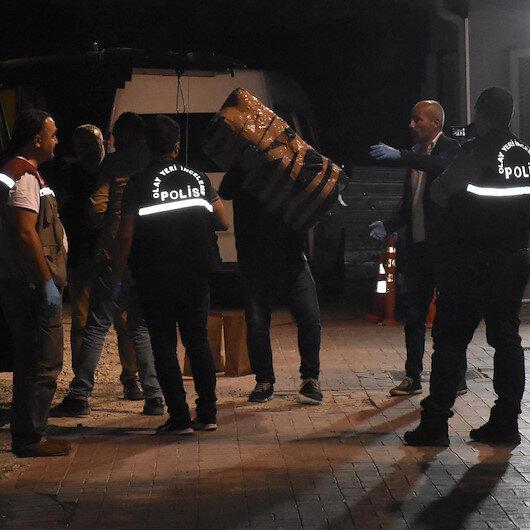 İzmir'de kaçarken anahtarını düşürdükleri minibüsten 1 ton uyuşturucu çıktı
