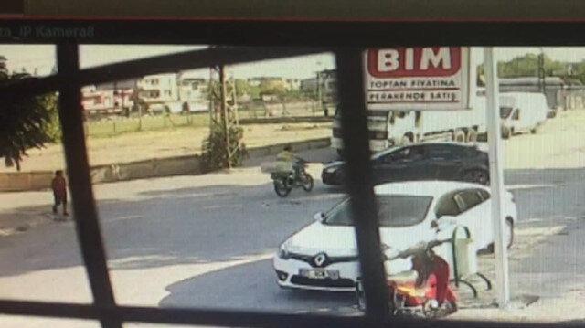 Motosikletle otomobilin feci kazası kamerada