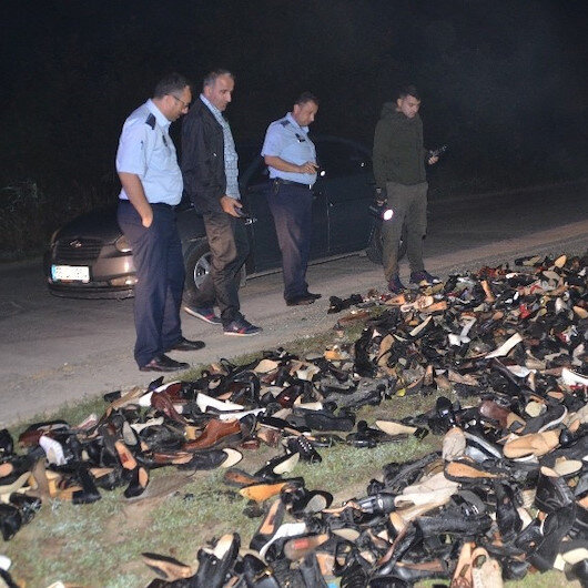 Samsun'da yol kenarına atılmış ayakkabılar polisi ve zabıta ekiplerini alarma geçirdi