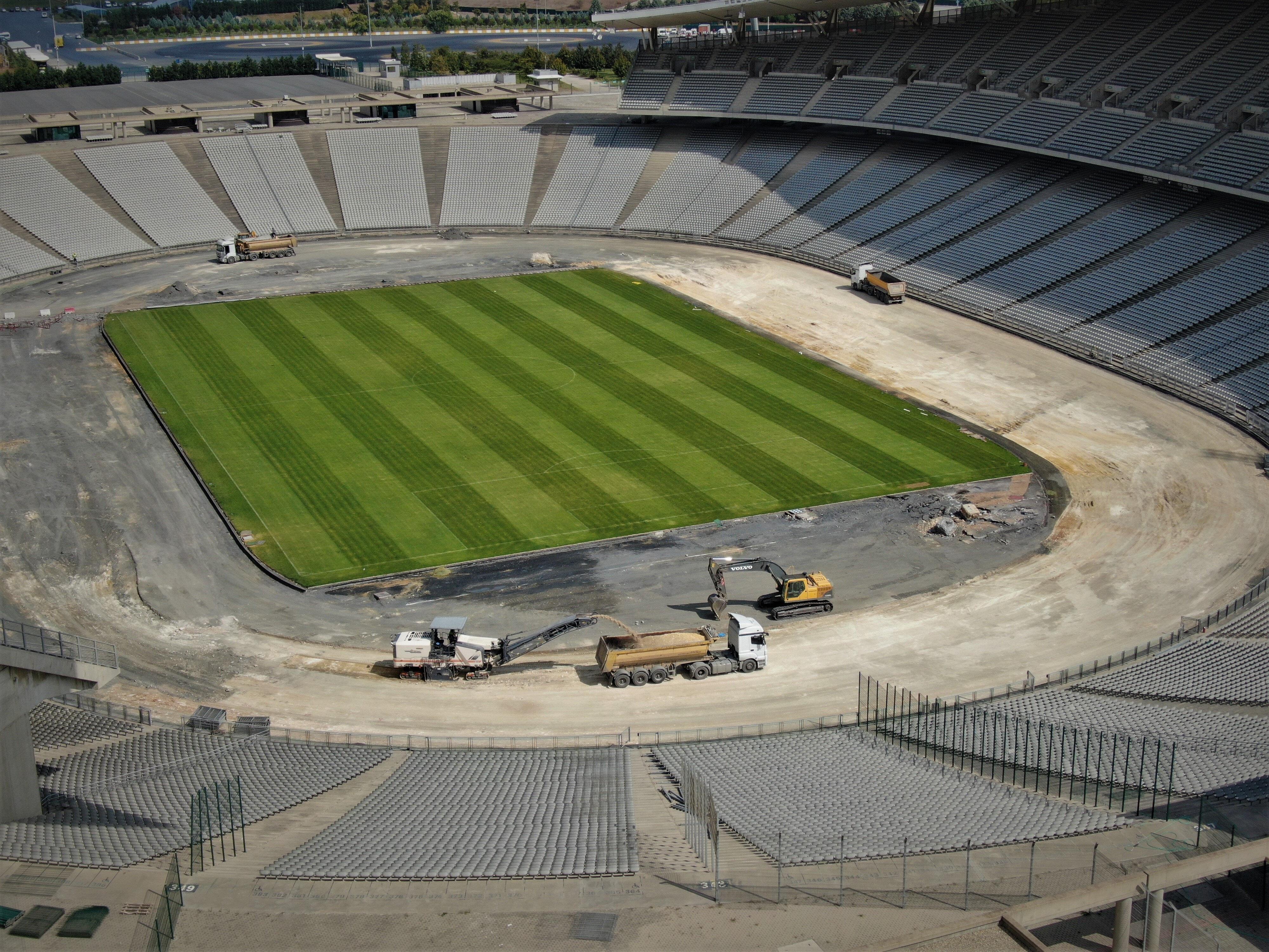 Stadyumdaki çalışmalar tüm hızıyla devam ediyor.