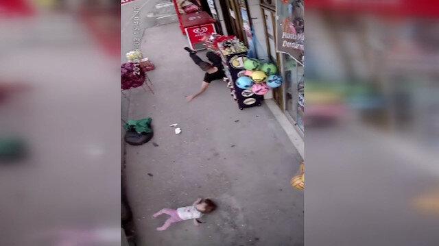 Dolmuş bekleyen baba ve kızına kamyonet çarptı