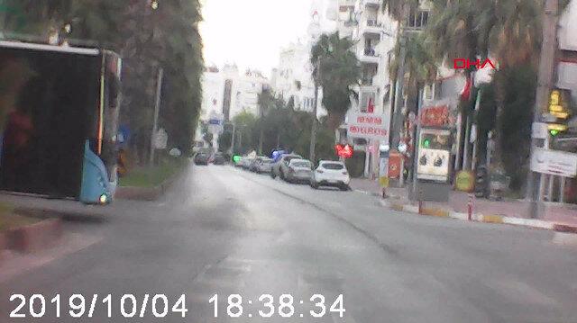Otomobille otobüsün kazası kamerada