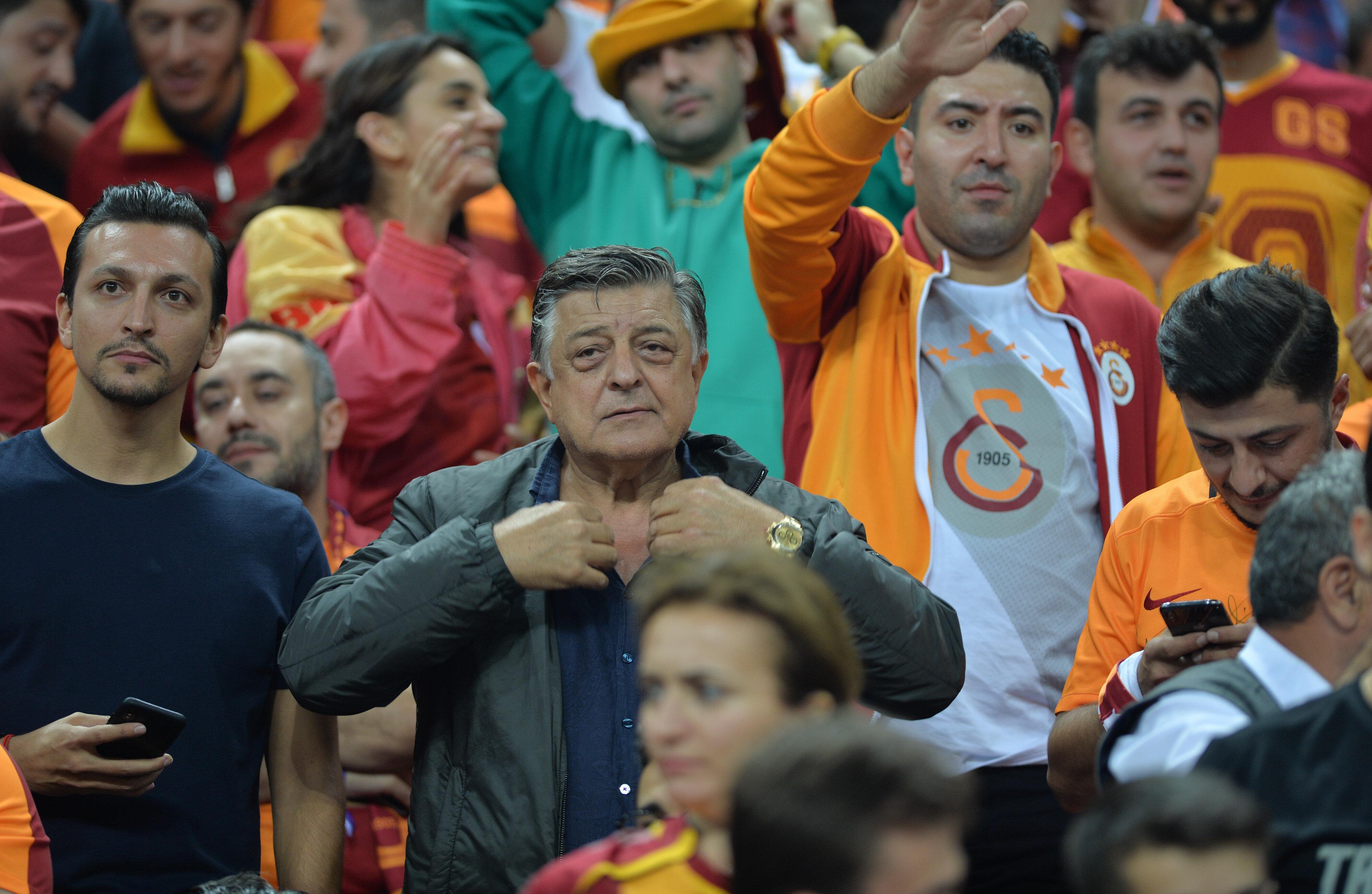 Yılmaz Vural, Galatasaray'ın PSG ile oynadığı maçı Türk Telekom'da takip etmişti.