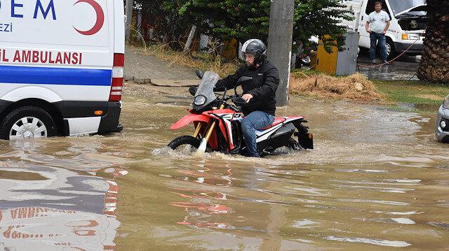 Bodrum'u sel vurdu: Cadde ve sokaklar suyla dolup taştı