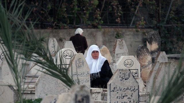 İsrail Filistindeki mezarlıkları dinliyor