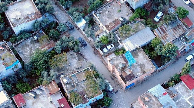Adanada film sahnelerini aratmayan uyuşturucu operasyonu