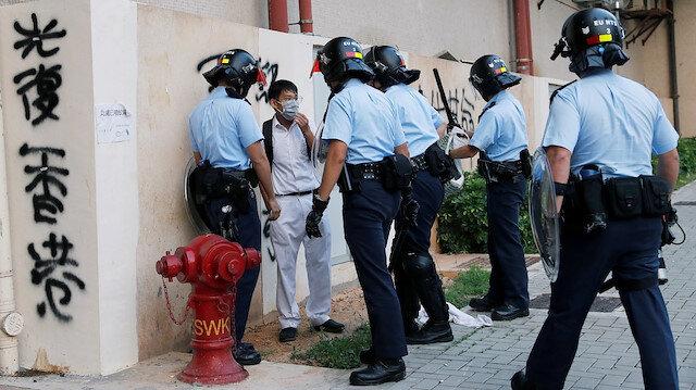 Hong Kong'da maske yasağını ihlal eden 70 kişi gözaltına alındı