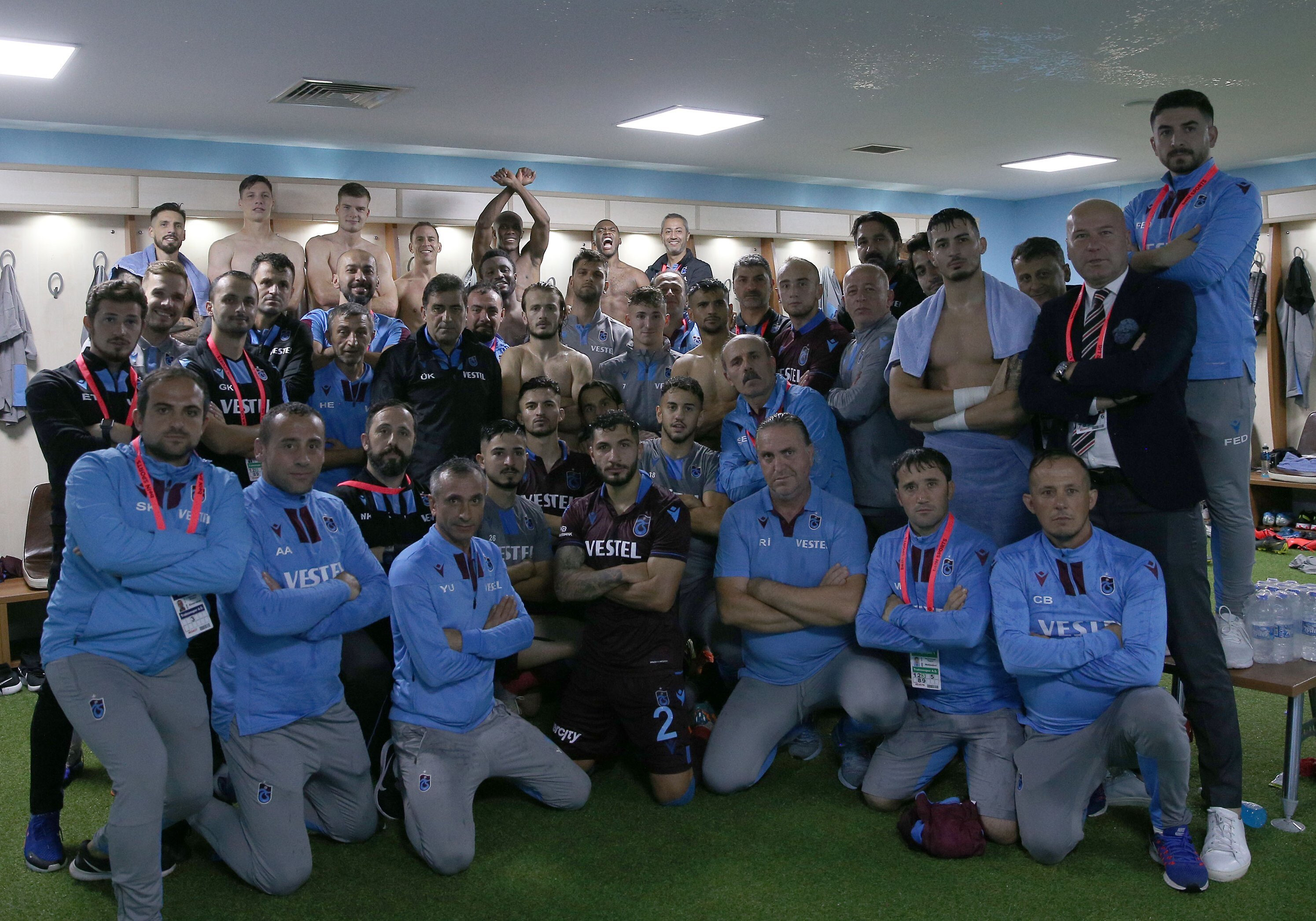 Trabzonspor'da Rizespor maçı galibiyet pozu