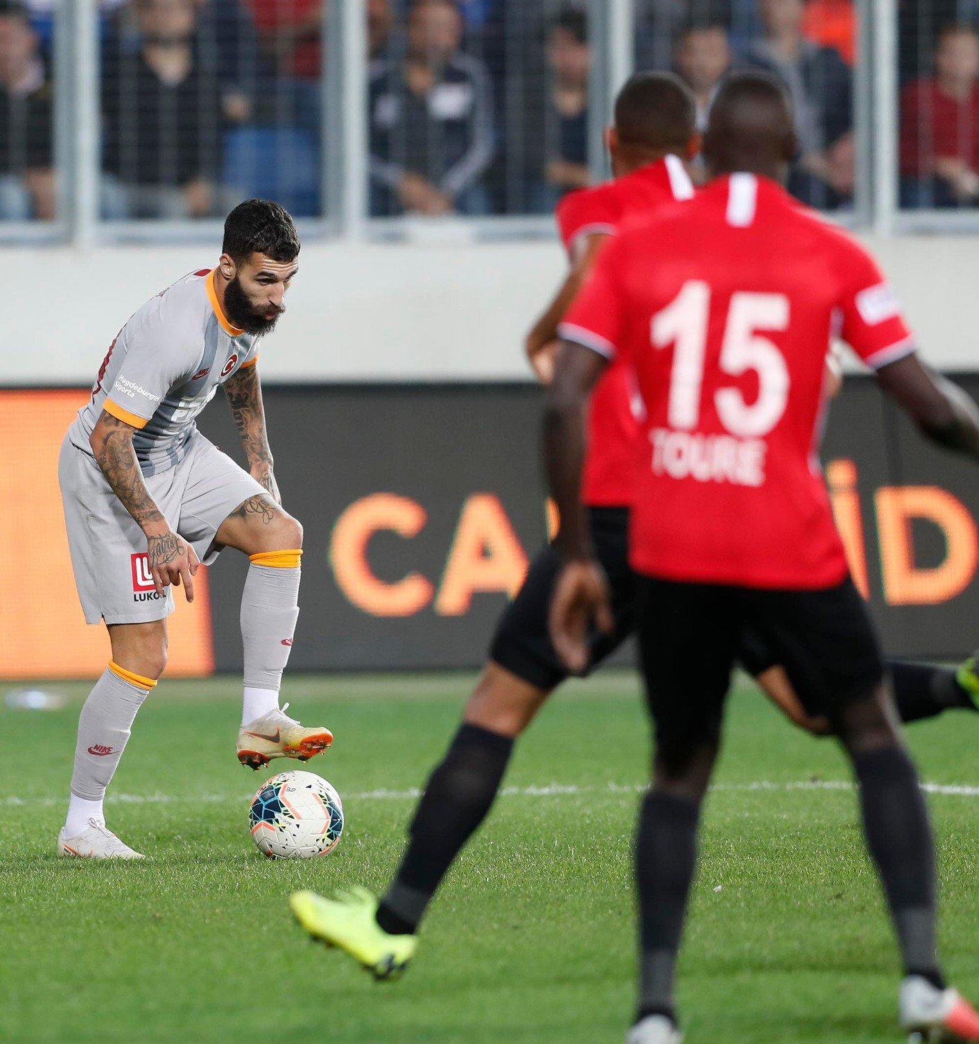 Galatasaray deplasmanda Gençlerbirliği ile 0-0 berabere kaldı.