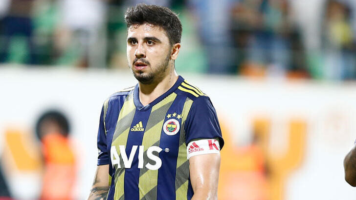 Fenerbahçe'de kaptanlık pazubandı Ozan Tufan'a emanet.