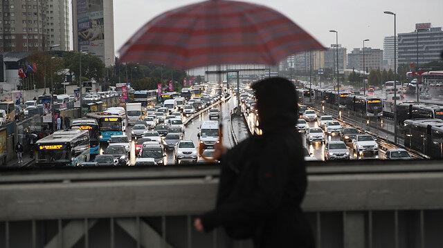 İstanbul'da etkili olan yağış ulaşımı aksattı
