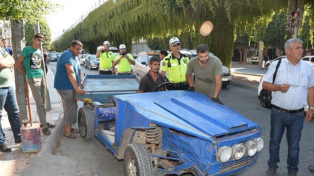 Adanada polisleri şaşırtan görüntü: Önü otomobil arkası at arabası