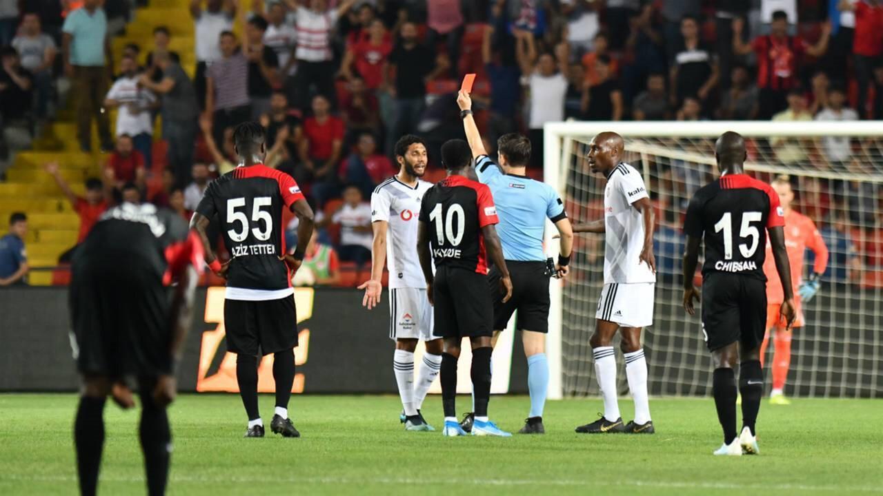 Gaziantep FK maçında Beşiktaş'ta Vida ve Elneny kırmızı kart görmüştü.