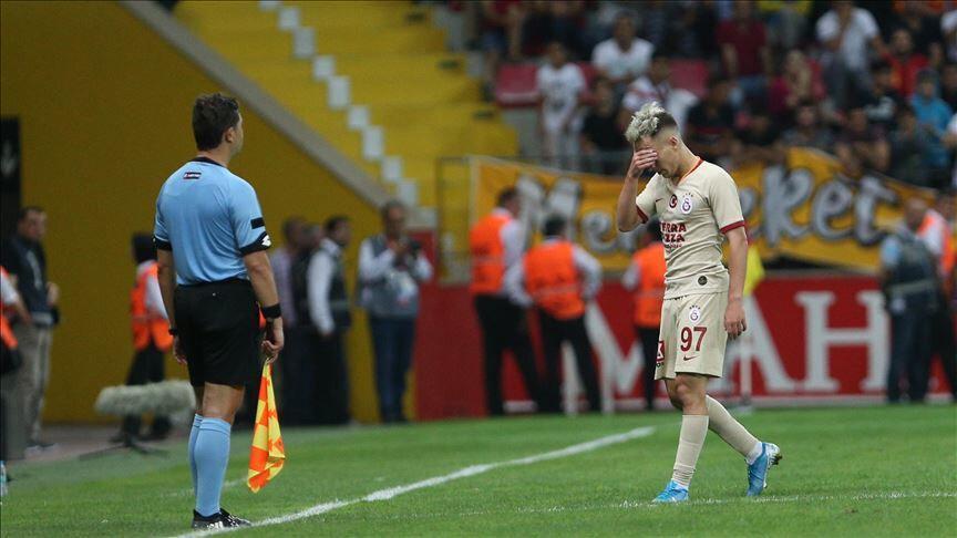 Galatasaray'da Emre Mor, gördüğü kırmızı kartın ardından büyük üzüntü yaşamıştı.