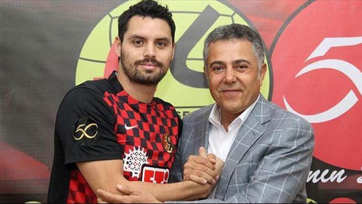Pinto, 2015 yazında Eskişehirspor'a transfer olmuştu.