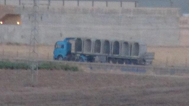 Barış Pınarı Harekatı karşısında PYD panikte: Teröristlerin beton bloklarla tünel inşası görüntülendi