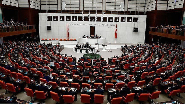 البرلمان التركي يمدد تفويض العمليات العسكرية بسوريا والعراق