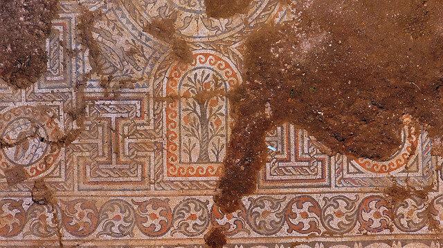 Kaçak kazıda bulunan tarih gün ışığına çıkarılıyor: Açığa çıkarılan en sağlam mozaik
