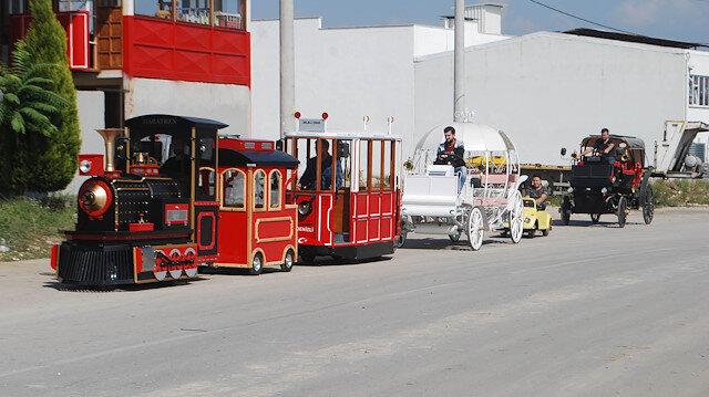Atölyesinde hobi amaçlı çalışmalar yaparak başladı: Ürettiği 20 çeşit elektrikli tramvay ve faytonu 22 ülkeye satıyor