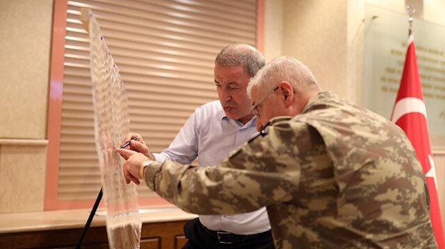 Barış Pınarı Harekatı için Karargah'ta yoğun mesai: Anlık görüntülere göre talimat verdiler