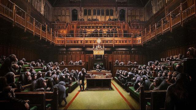 Dünyaca ünlü sokak sanatçısı Banksy'nin 'şempanzeli parlamento' tablosu rekor fiyata satıldı