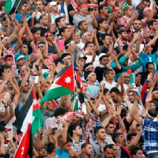 """هتاف """"صدام حسين"""" يُغضب جماهير كويتية.. والأردن يرفضه"""