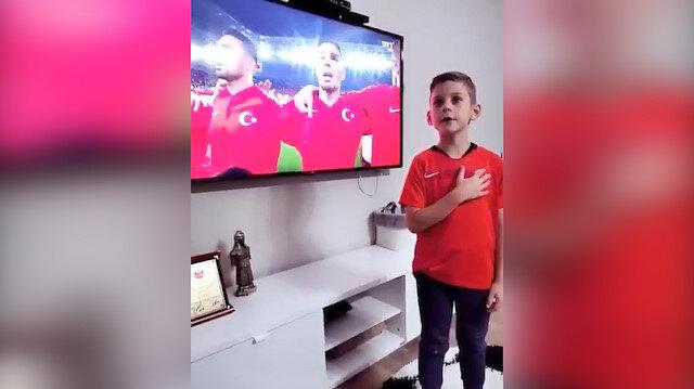 Süper ligin yıldız oyuncusunun oğlunun İstiklal Marşımızı söyledi