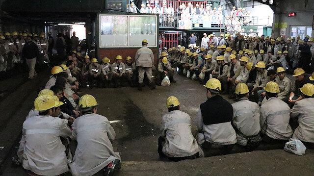 Maden işçileri önce Mehmetçik'e dua etti, sonra işe başladı
