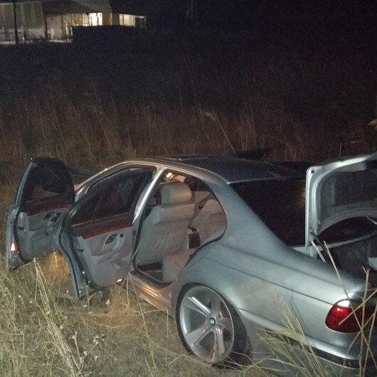 İş çıkışı durakta otobüs bekleyen 3 kadına otomobil çarptı