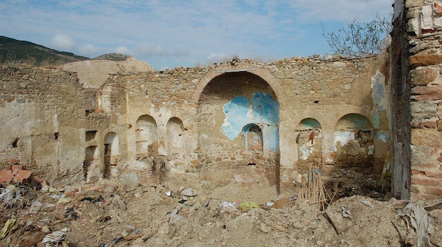 Tekirdağ'da 132 yıllık tarihi kilisede kepçeyle izinsiz kazı yaptılar