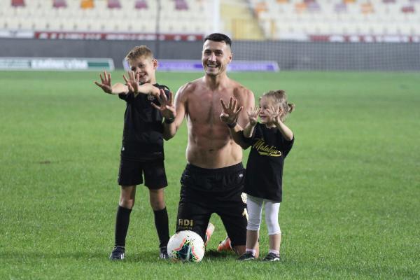Jahovic, Denizlispor'a attığı 4 golün sevincini çocuklarıyla yaşamıştı.