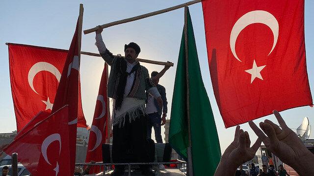 Tel Abyad'ın temizlenmesi Türk Bayraklı konvoylarla kutlanıyor