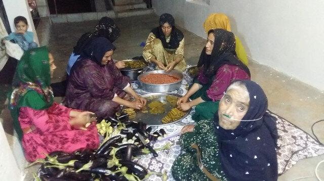 Barış Pınarı Harekatı'na katılan askerler için yemek yapıyorlar: Onlar bizim gururumuz