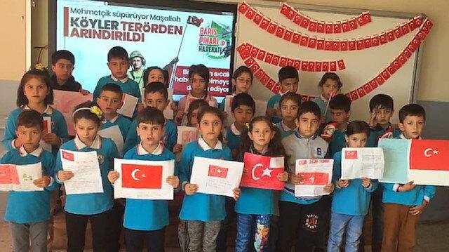 Sivaslı minik öğrencilerden Barış Pınarı Harekatı'na destek