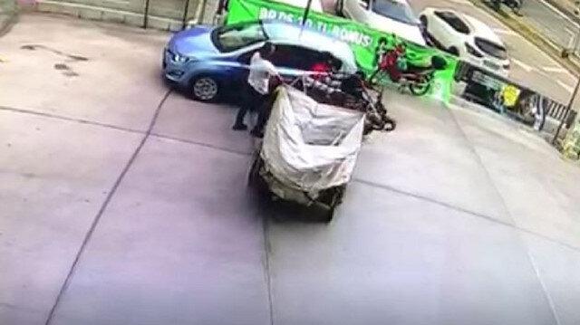 Çalışır durumda bıraktığı motosiklet ortalığı birbirine kattı...O anlar kamerada
