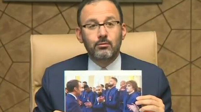 Bakan Kasapoğlu Fransa'ya Griezmann'ın fotoğrafıyla yanıt verdi