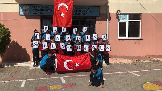 Köy okulundan Mehmetçik'e