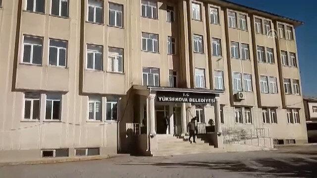 Polis ekiplerinden Yüksekova Belediyesi'nde arama