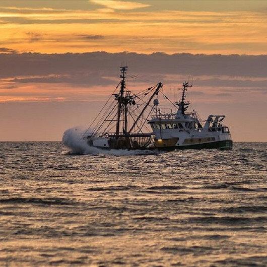 Midilli'de göçmen kurtarma gemisinin limana yanaşmasına izin verilmedi