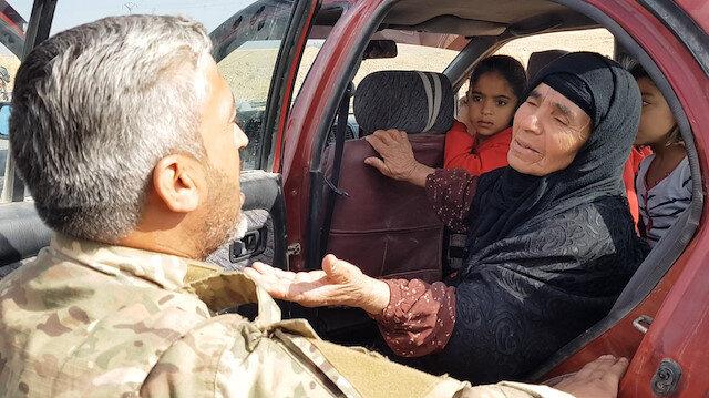 PYD zulmünden kaçan sivilleri Tel Abyad'a dönüşlerinde Milli Ordu karşıladı