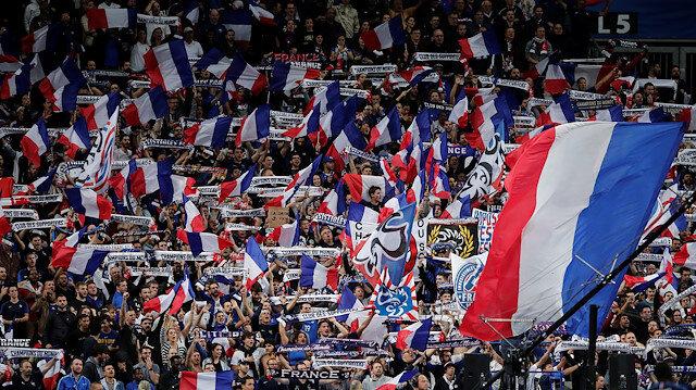 Fransızlardan skandal ötesi pankart!