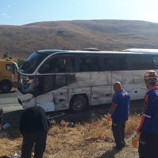 Afyonkarahisar'da turist otobüsü devrildi: 1 ölü 30 yaralı