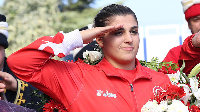 Female World Boxing Champion Performs Military Salute For