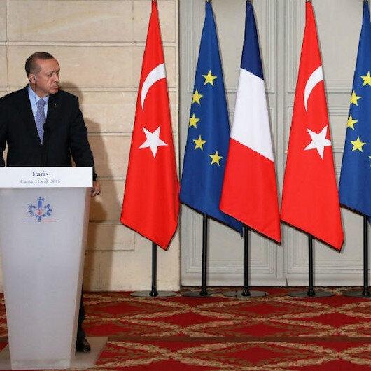 أردوغان لـ ماكرون: ألستم من قتل مئات الآلاف في روندا والجزائر؟