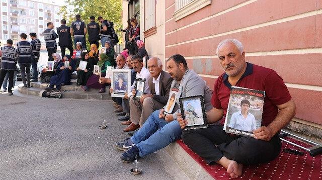 HDP önündeki ailelerin evlat nöbeti 45'inci gününde: Evladım kandırılmadı kaçırıldı